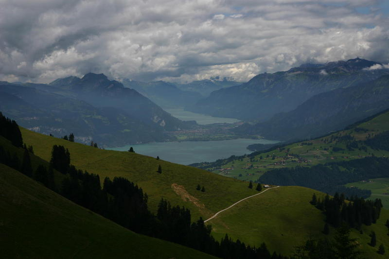 Between Unter Neisen and Ober Neisen you start to get views of Interlaken between Thunersee and Brienzersee