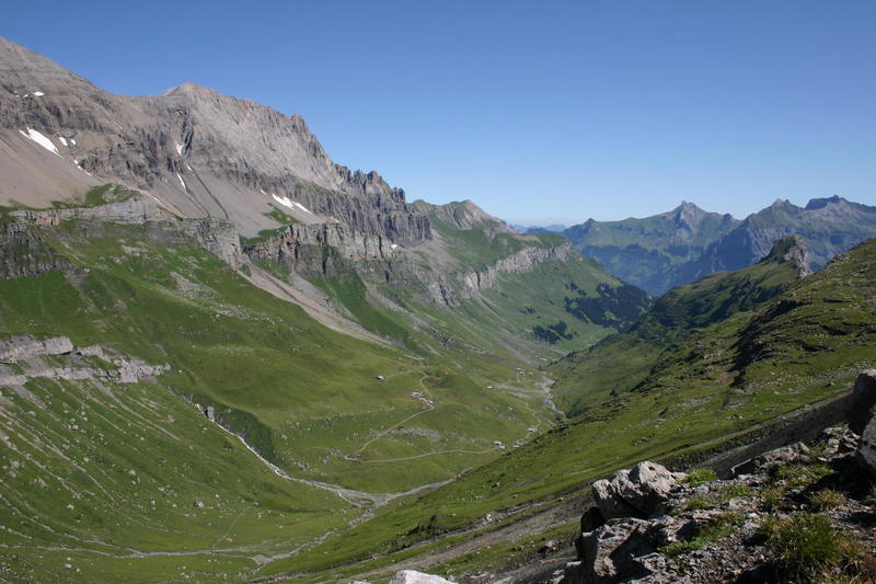 The view back along the Ueschinental from Schwarzgrätli